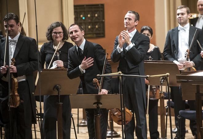 Česká filharmonie - Antoine Tamestit, Alexander Shelley (foto Petra Hajská)