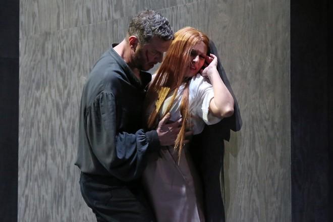 Giuseppe Verdi: Der Troubadour - Ulf Paulsen (Graf Luna), Iordanka Derilova (Leonora) - Anhaltisches Theater Dessau 2016 (foto © Claudia Heysel)