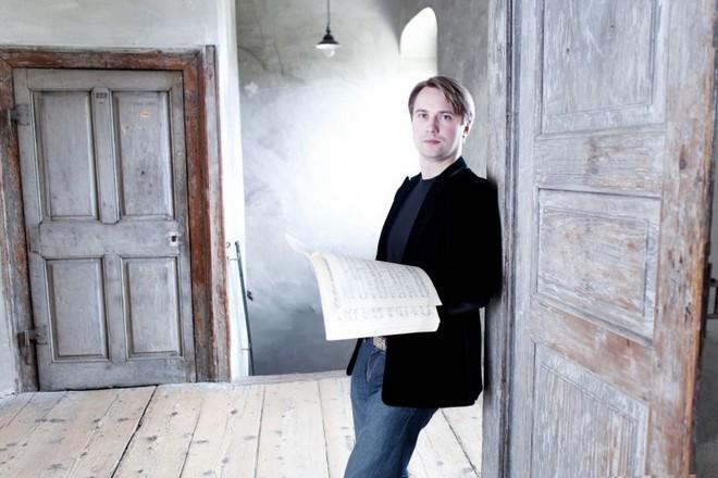 Dirigent Pietari Inkinen (foto Jan David Günther)