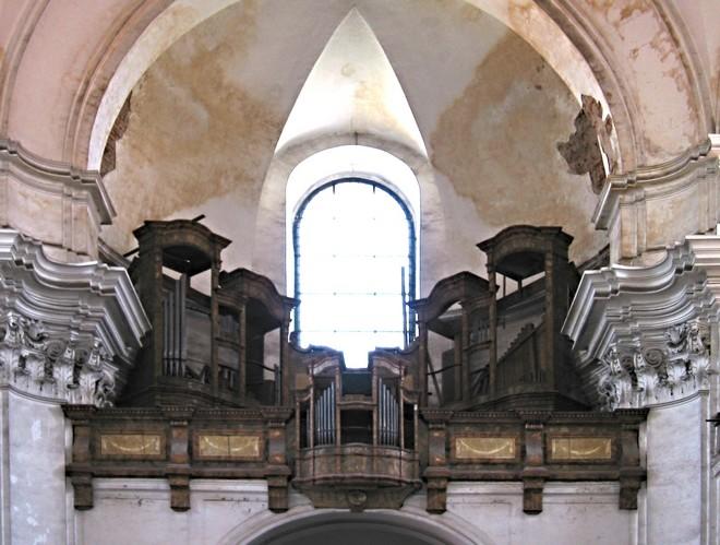 Varhany v piaristickém kostele v Litomyšli - pohled na kůr před restaurováním (foto archiv autora)