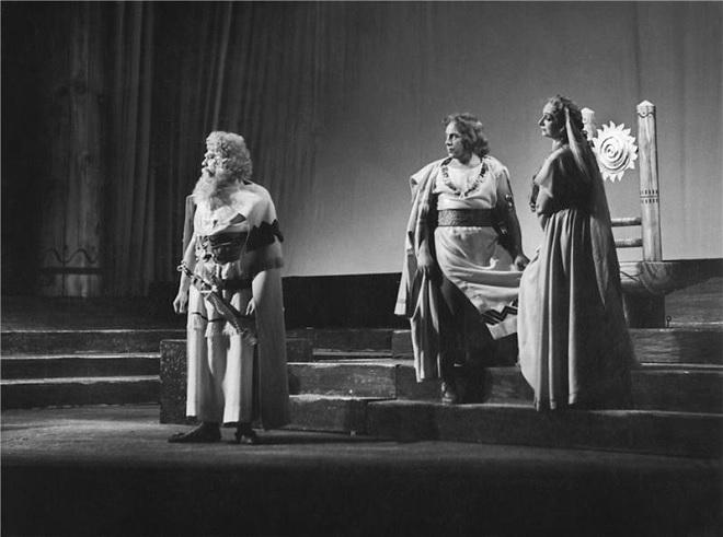 B.Smetana: Libuše - Jaroslav Veverka (Lutobor), Beno Blachut (Šťáhlav), Marta Krásová (Radmila) - ND Praha 1954 (foto Jaromír Svoboda)