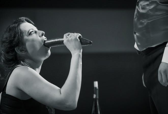 Thomas Adès: Powder Her Face - Hana Škarková (Vévodkyně) - ND Brno (foto Marek Olbrzymek)