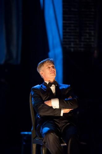 Kurt Weill: Die Dreigroschenoper - Tobias Moretti (Mackie Messer) - Theater an der Wien 2016 (foto FB Theater an der Wien)