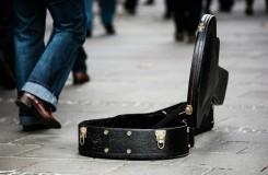 Budou strážníci muset skládat zkoušky ze znalosti hudebních nástrojů?