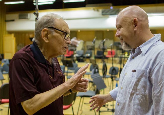Ennio Morricone při nahrávání hudby k filmu The Hateful Eight s Českým národním symfonickým orchestrem (foto ČNSO/Jan Malý)