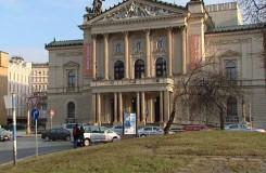 Kdo opraví pražskou Státní operu? Věc se znovu vrací na vládu, která musí ustanovit novou komisi