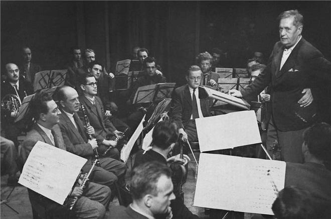 Václav Talich zkouší v Národním divadle (foto archiv ND)