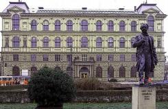 Příští rok by v Praze měly začít úpravy Palachova náměstí, stěhovat se má i Dvořákův pomník