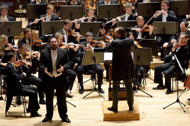 Bryan Hymel, Paolo Bressan, PKF-Prague Philharmonia (foto Petr Dyrc)