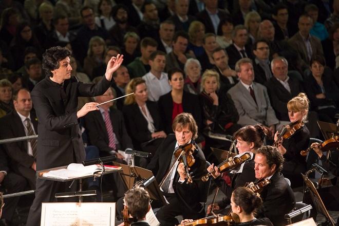 Dresdner Philharmnonie - dirigent Michael Sanderling (foto dresdnerphilharmonie.de)