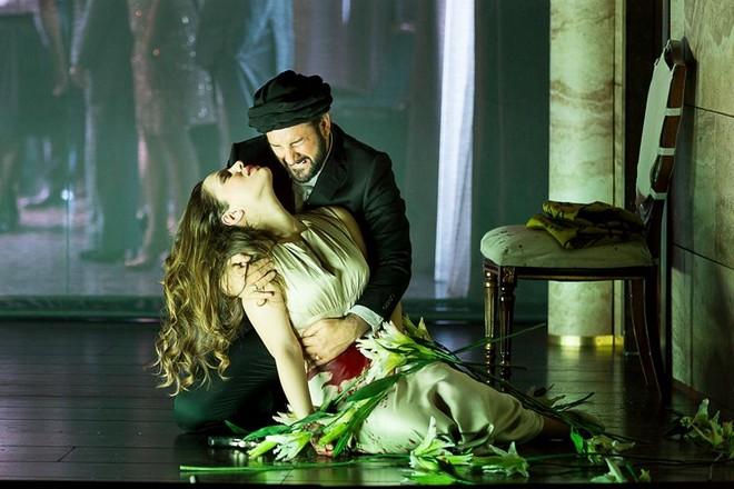 Gioachino Rossini: Nino Mačaidze (Desdemona) a John Osborn (Otello) - Theater an der Wien (foto Werner Kmetitsch)