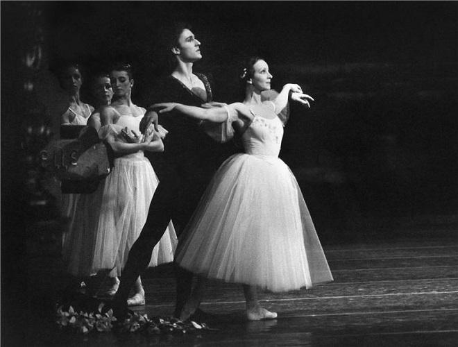 A.Ch.Adam: Giselle - Jiří Horák (Vévoda Albert), Hana Vláčilová (Giselle) (foto archiv ND)