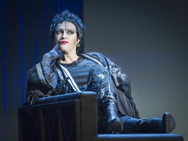 Leoš Janáček: Die Sache Makropulos - Susanna von der Burg (Emilia Marty) - Tiroler Landestheater Innsbruck 2016 (foto Tiroler Landestheater Innsbruck)