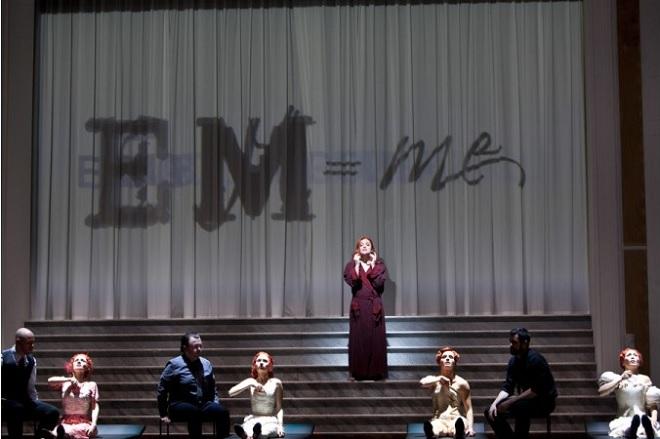 L.Janáček: Die Sache Makropulos - Deutsche Oper Berlin (foto Bernd Uhlig)