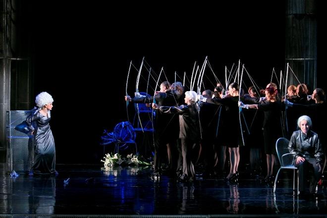 G.F.Händel: Alcina - Michaela Várady (Alcina), Anna Manske (Ruggiero), zbor Opery Štátneho divadla Košice - ŠD Košice 2016 (foto Joseph Marčisnký)