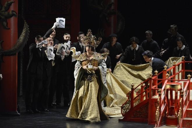 Leoš Janáček: L'Affaire Makropoulos - Opéra national du Rhin Štrasburg 2016 (foto Kaiser/Opéra national du Rhin)