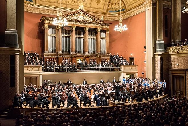 Česká filharmonie - Manfred Honeck, Pražský filharmonický sbor, Kühnův dětský sbor - Praha 9.3.2016 (zdroj FB ČF)