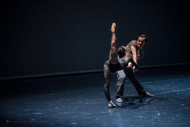 Richard Siegal: Unitxt - Adam Zvonař a Katherina Markovskaja - Bavorský státní balet (foto © Nicha Rodboon)