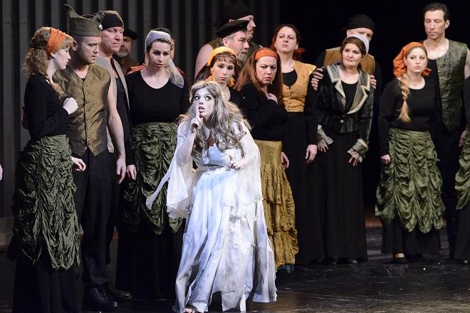 A.Thomas: Hamlet - Jana Sibera (Ophélie) - NDM 2016 (foto Martin Popelář)
