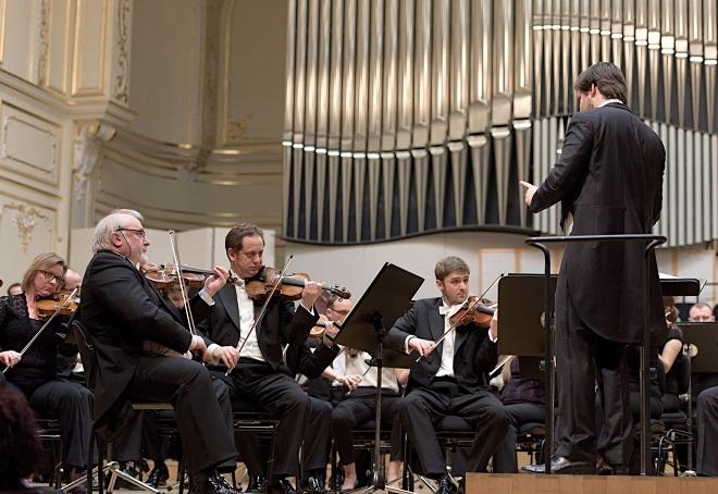 Slovenská filharmónia - dirigent Juraj Valčuha - Bratislava 10.3.2015 (foto Jan Lukáš)
