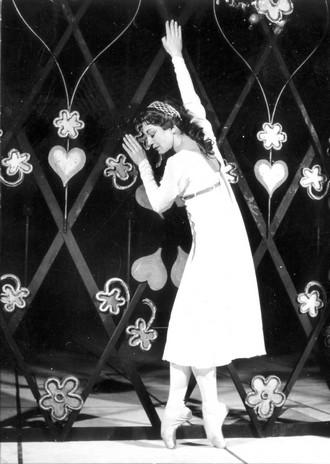 Sergej Prokofjev: Romeo a Julie (choreografie: Miroslav Kůra) - Věra Vágnerová (Julie) - ND Brno 1965 (archiv ND Brno)
