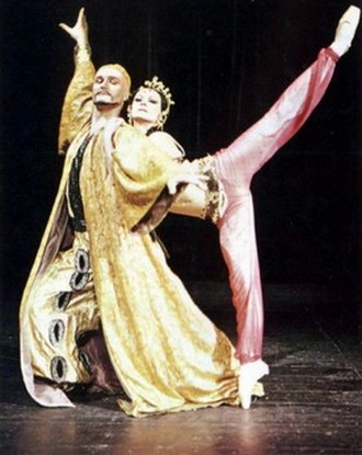 Boris Vladimirovič Asafjev: Bachčisarajská fontána (choreografie: Jozef Zajko) - Žofia Tothová, Ján Haľama (premiéra 6. 5. 1973) (foto archiv SND Bratislava)
