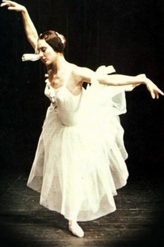 Adolf Charles Adam: Giselle (choreografie: Jozef Zajko) - Viera Zlochová (Giselle) (premiéra 22. 2. 1975) (foto archiv SND Bratislava)