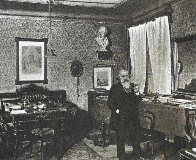 Johannes Brahms ve své pracovně (foto archiv autora)