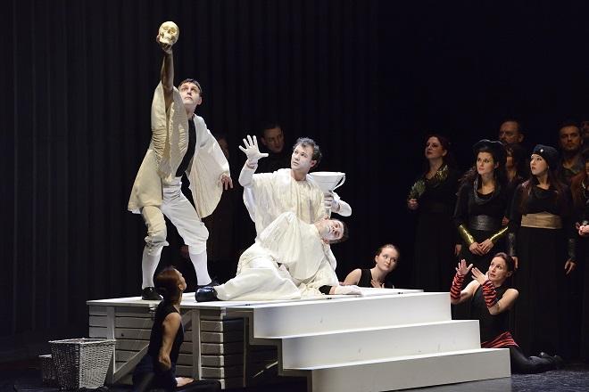 A.Thomas: Hamlet - Jana Zelenková (Baletní výstupy), Jiří Dvořák (Baletní výstupy), Macbeth Konstantin Kaněra (Baletní výstupy), Rodion Zelenkov (Baletní výstupy), Jana Kopecká (Baletní výstupy) - NDM 2016 (foto Martin Popelář)