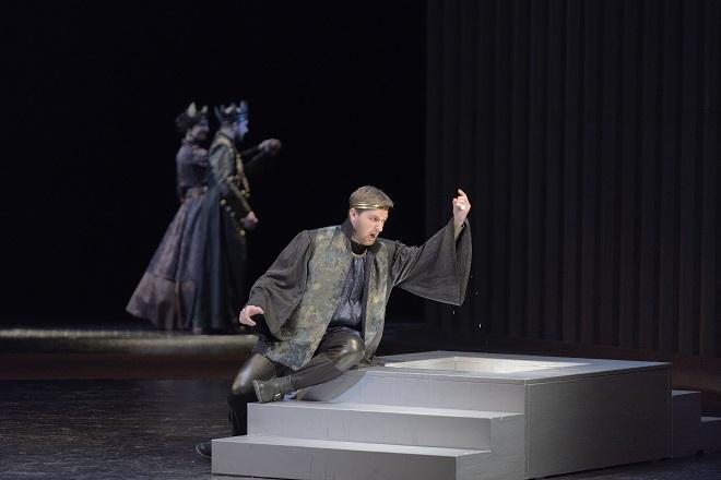 A.Thomas: Hamlet - Jan Šťáva (Claudius), Roman Hoza (Hamlet) - NDM Ostrava 2016 (foto Martin Popelář)