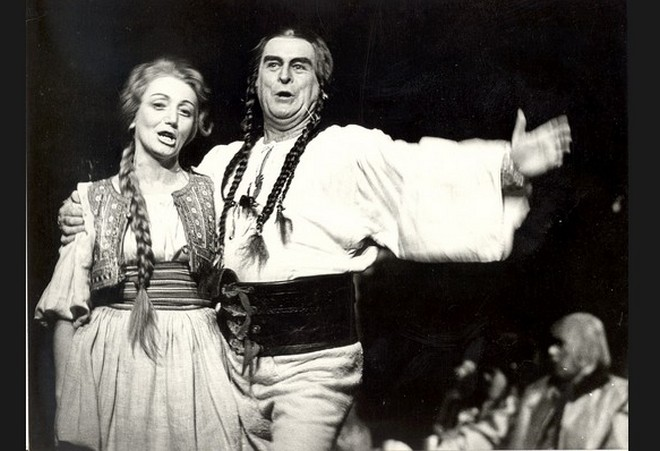 J.Cikker: Juro Jánošík - Elena Kittnarová (Zuza), Gustáv Papp (Jánošík) - SND 1972 (foto Jozef Vavro)