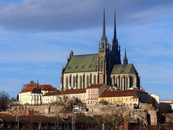 Katedrála svatého Petra a Pavla na Petrově Brno (zdroj wikimapia.org)