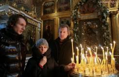 Matka Sergeia Filina Natalia Sergejevna na bohoslužbe pre uzdravenie svojho syna (zdroj inosmi.info)
