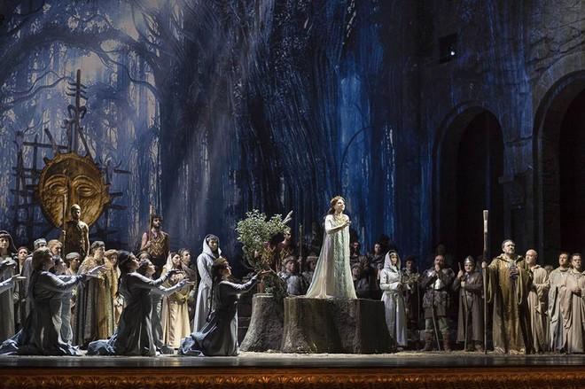 Vincenzo Bellini: Norma - Teatro San Carlo Neapol 2016 (foto FB Teatro San Carlo)