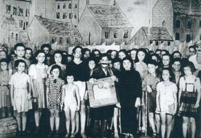 Terezínské děti po představení opery Brundibár (foto holocaust.cz)