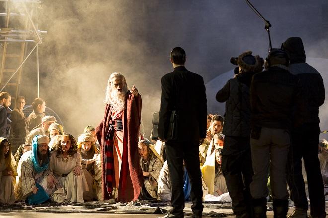 B.Martinů: Die Griechische Passion - Markus Butter (Fotis), Wilfried Zelinka (Grigoris), Chor der Oper Graz - Oper 2016 (foto © Werner Kmetitsch)