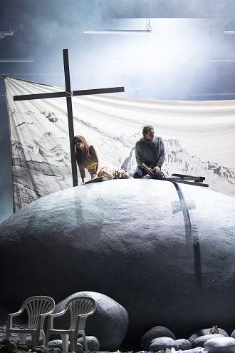 B.Martinů: Die Griechische Passion - Rolf Romei (Manolios), Dshamilja Kaiser (Kateřina) - Oper Graz 2016 (foto © Werner Kmetitsch)
