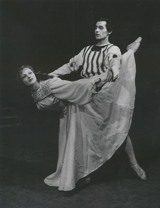 S.Prokofjev: Romeo a Júlia - Galina Basová (Júlia), Stanislav Remar (Romeo) - SND 1949 (foto archív SND)