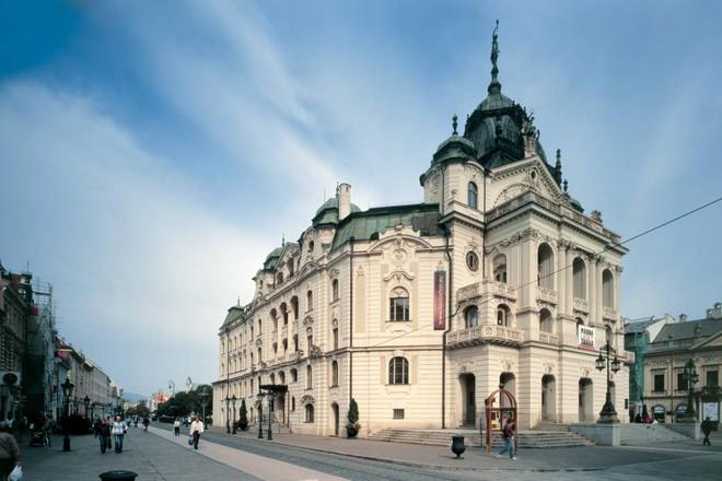 Státní divadlo Košice (zdroj theatre-architecture.eu)