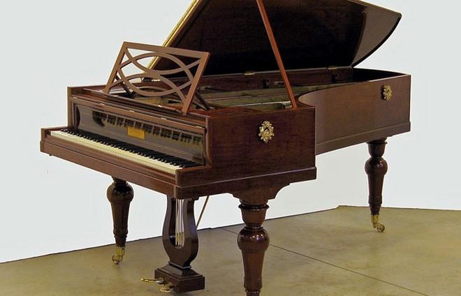 Chopinův klavír (foto archiv autora)