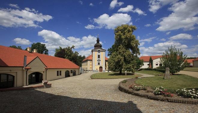 Zámek Ctěnice (foto archiv)