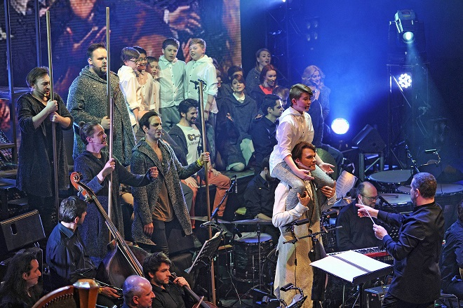 L.Bernstein: Mše (foto © Tino Kratochvil)