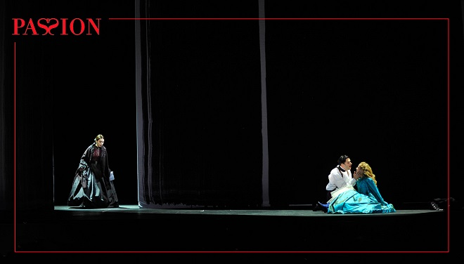 S.Sondheim: Vášeň – Natalie Dessay (Fosca), Ryan Silverman (Giorgio Bachetti), Erica Spyres (Clara) – Théâtre du Châtelet, Paříž 2016 (foto © Théâtre du Châtelet / Marie-Noëlle Robert)