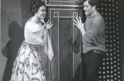 M. Ravel: Španielska hodinka - Ľuba Baricová (Concepcion), Juraj Martvoň (Ramiro) - SND 1961 (foto archív SND)