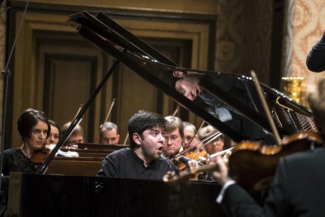 Bezhod Abduraimov & Jakub Hrůša a Česká filharmonie - duben 2016 (foto Petra Hajská)