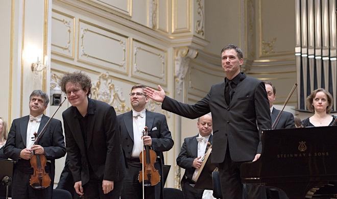 Slovenská filharmónia - Jakub Čižmarovič, Charles Olivieri-Munroe - Bratislava 28.4. 2016 (foto © Jan Lukáš)