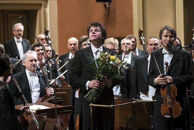 Jakub Hrůša & Česká filharmonie - duben 2016 (foto Petra Hajská)