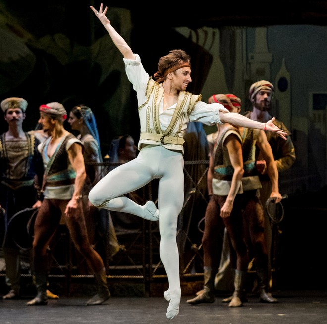 Adolphe Adam: Le Corsaire - Denys Cherevychko - Wiener Staatsballett 2016 (foto Ashley Taylor)
