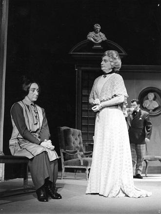 B. Britten: Albert Herring - Jaroslava Sedlářová (Florence Pike), Mária Hubová (Lady Billows) SND 1966 (foto archív SND / foto Eduard Hollý)