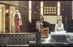 Charles Gounod: Romeo a Julie (Roméo et Juliette) - Jana Sýkorová (Gertruda), Jana Šrejma Kačírková (Julie) - ND Praha 2016 (foto Patrik Borecký)